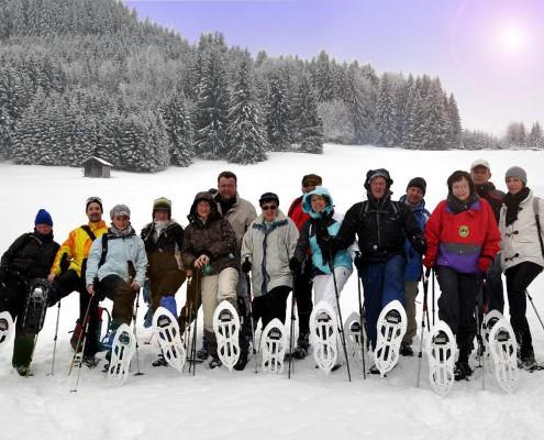 Team bei einer Schneeschuhwanderung im Allgäu